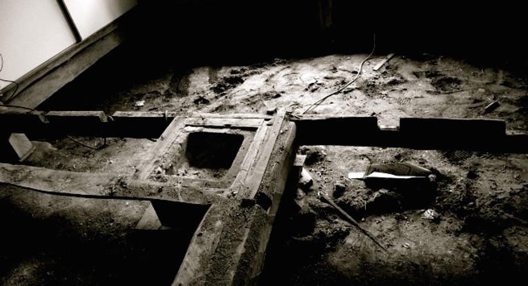 物質誌Far East SCULPTURE   素材:廃材 土 コンクリート 金属版 場所:伊那市富県 自宅